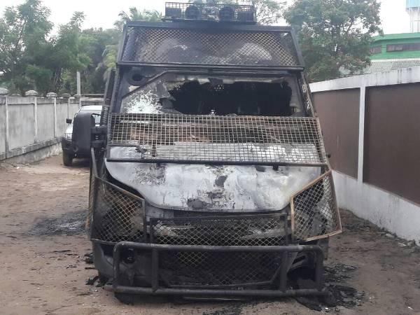 Incendie d'une fourgonnette de la police à Port-Gentil