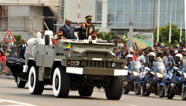 Ali Bongo a présidé la parade militaire du 17 août 2017