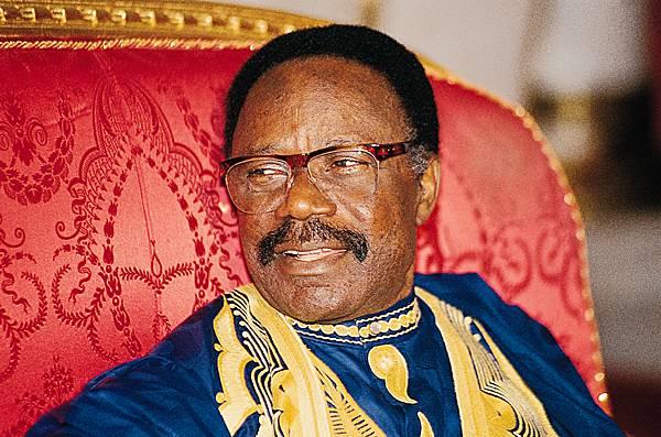 Le PDG d'Ali Bongo se déchire