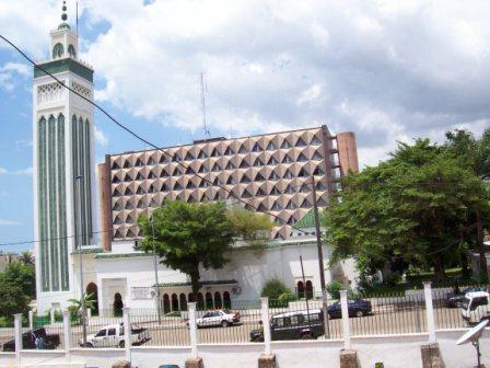 Une centaine d'anciens étudiants  gabonais de théologie islamique  en colère contre  l'imam Ismaël Oceni Ossa