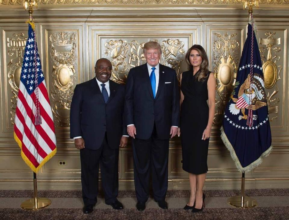 Ali Bongo tout sourire à côté du couple Trump