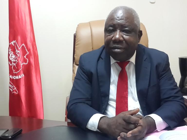Nous demandons   à monsieur Bruno Ben Moubamba de retirer ces pagnes sinon nous porterons plainte (Mathieu Mboumba Nziengui, président de l'UPG)