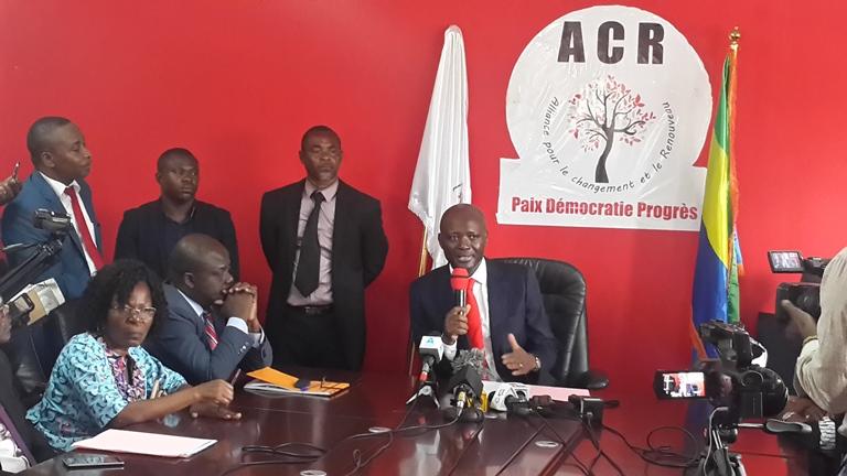 Bruno Ben Moubamba accuse Issozé Ngondet de l'avoir dépouillé de ses prérogatives