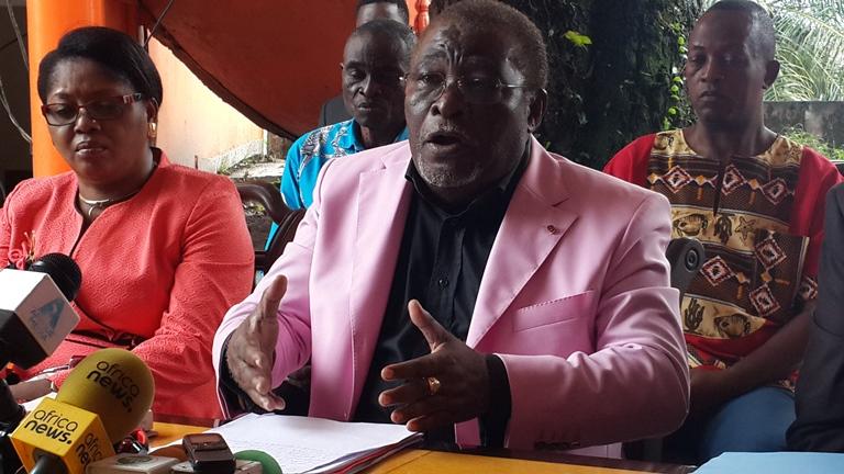 Révision de la constitution : Louis Gaston Mayila propose  le referendum