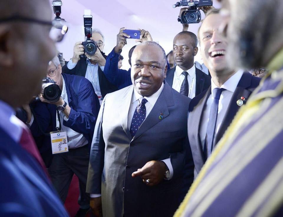 Sommet UE – AU: Ali Bongo à la droite d'Emmanuel Macron