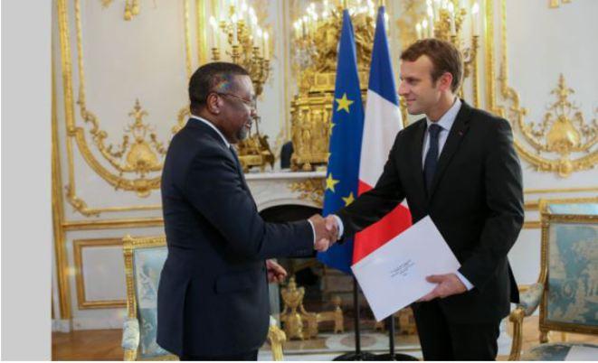 France: Flavien Enongoué a présenté ses lettres de créance à Emmanuel Macron