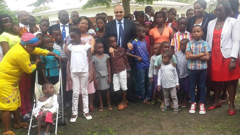 Gabon Télécom offre des vivres  au centre d'accueil d'Angondjé et à l'orphelinat SOS Mwana