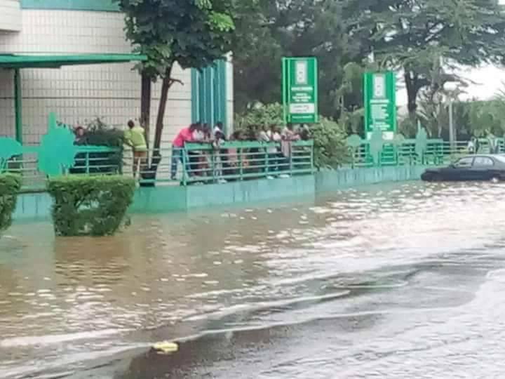 Libreville inondée après une pluie nocturne