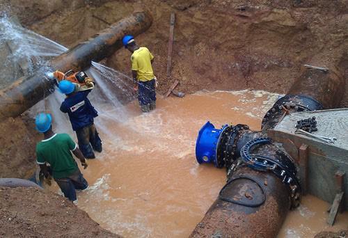 Les fuites d'eau font perdre environ  87 000 m3  par jour à Libreville