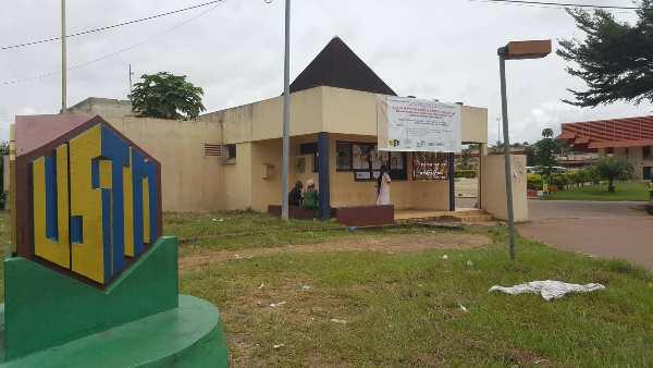 Ecole mathématique africaine : Christian Maire développe un cours sur les nombres P-adiques