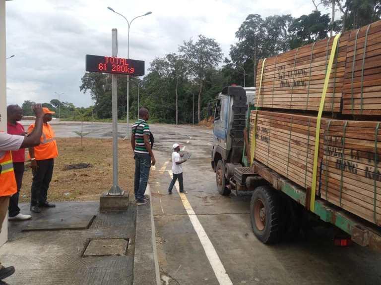 Les camions surchargés vont bientôt payer des taxes sur la route de Ndjolé