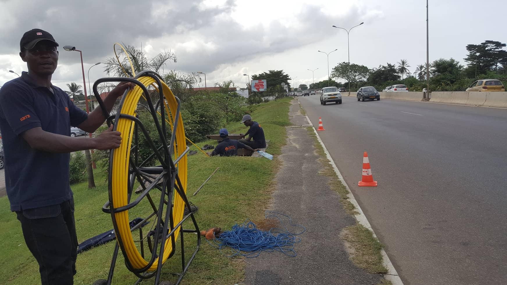 Canal + tire 2 km de fibre optique par jour pour arroser Libreville