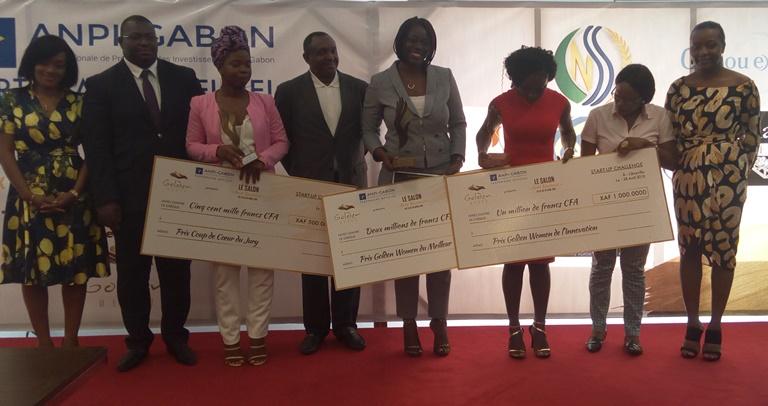 Shirley Ibalha, remporte le  prix  de la meilleure Startup du Salon Antô Business
