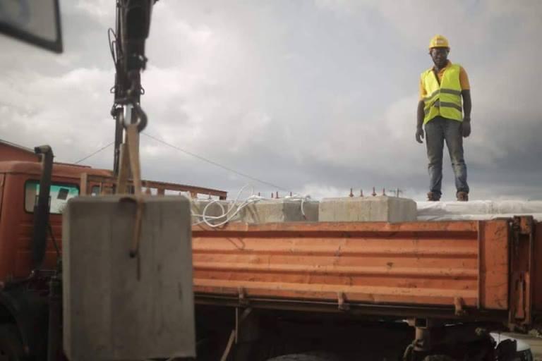 Gabon : Le projet d'installation de 5000 lampadaires solaires prend progressivement forme
