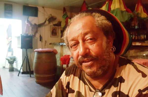 L'éleveur Jacky Cochon inquiet pour son cheptel de 200 cochons menacés de mort à cause d'un litige foncier