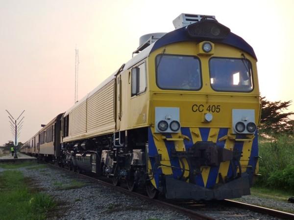 Un voleur saute d'un train et trouve la mort doublement écrasé