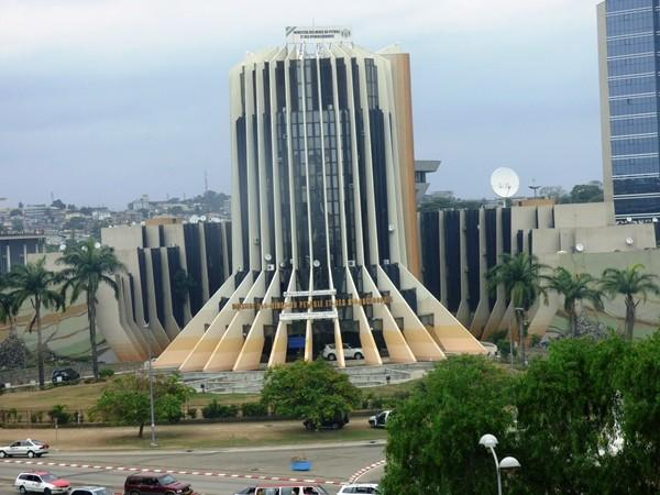Economie: le gouvernement revoit le budget 2018 à la hausse suite à la remontée des cours du baril de pétrole