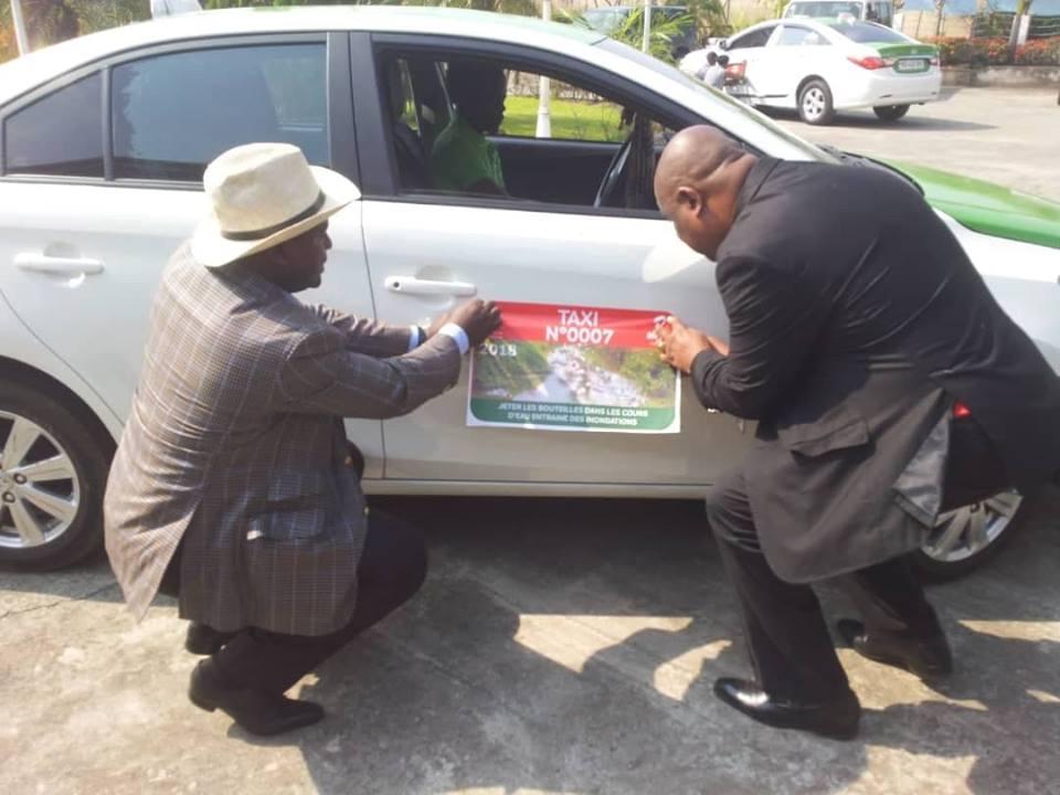 250 vignettes estampillées Airtel Gabon sur les taxis de la commune d'Akanda
