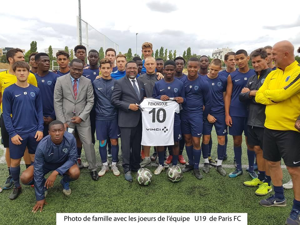 France: l'ambassadeur du Gabon apporte le soutien de la République à un jeune footballeur