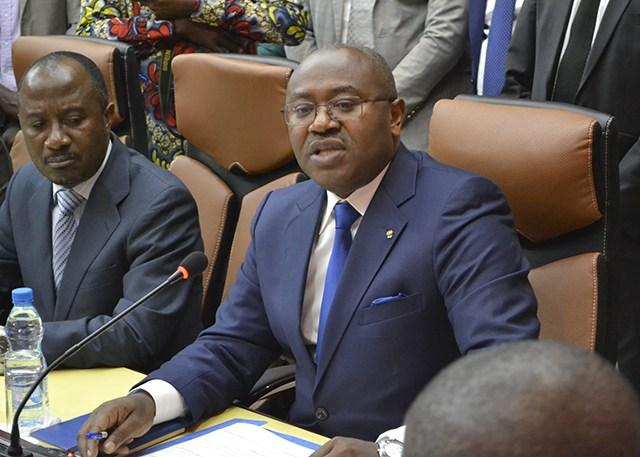 Sale temps pour le Ministre du Budget Jean Fidèle Otandault au palais du Sénat