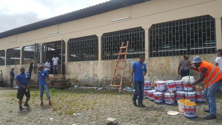 Journée citoyenne : l'AJEV apporte une cure de jouvence au marché insalubre du quartier Charbonnages