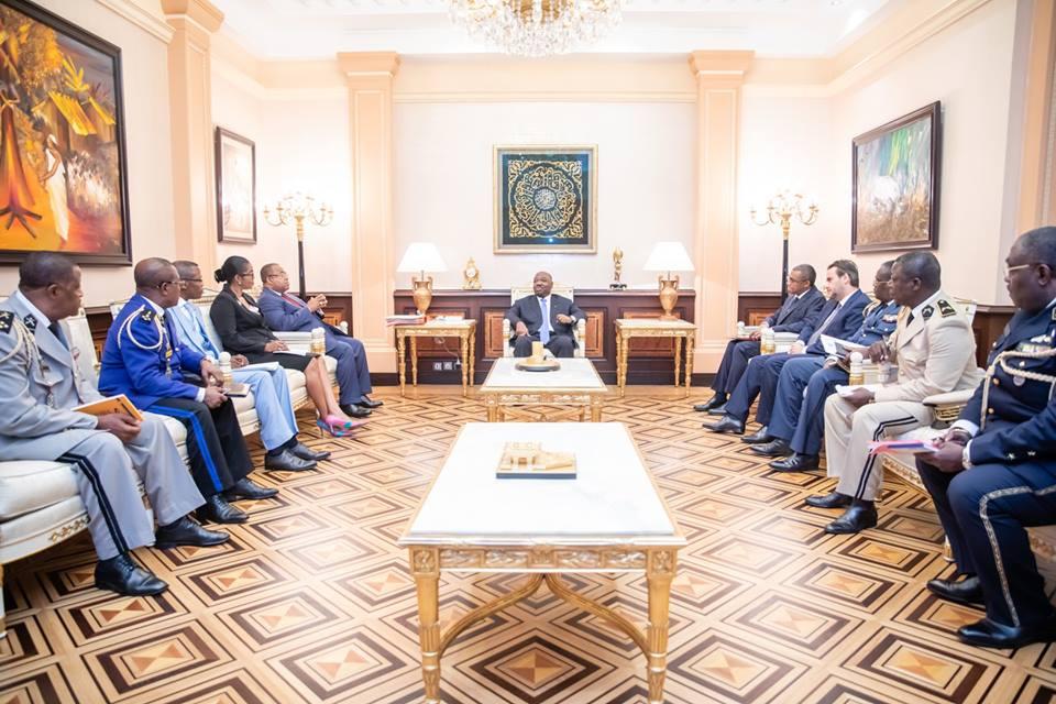 Ali Bongo a donné des consignes à ses ministres de la Défense et celui de l'Intérieur