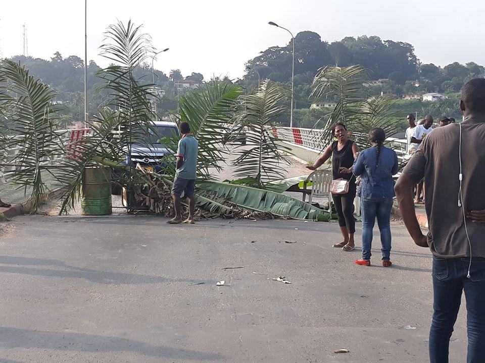 Lambaréné: les fangs et les akélés très fâchés barrent la route nationale