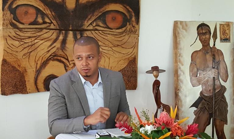 Nous assistons depuis quelques années à une opposition en vacances (l'honorable député Alexandre Awassi)