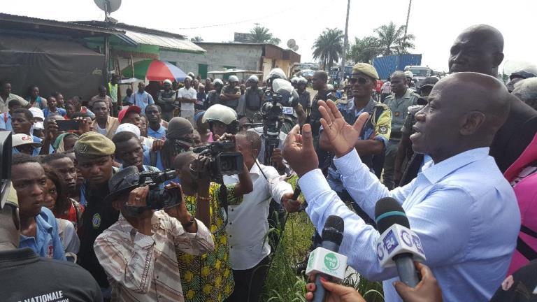 Marche des élèves : Michel Menga au four et au moulin pour éteindre le feu