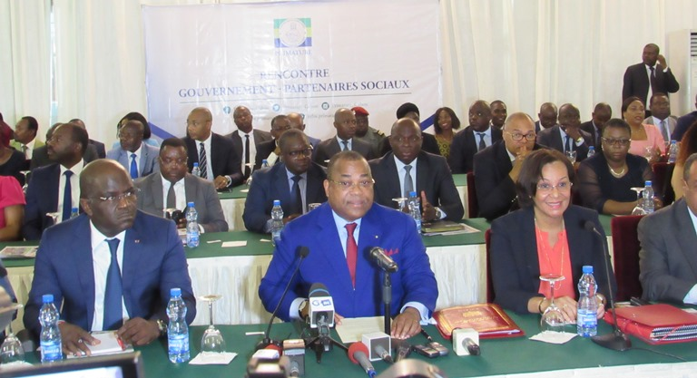 Gabon : le  gouvernement  à la recherche d'une trêve sociale avec les syndicats