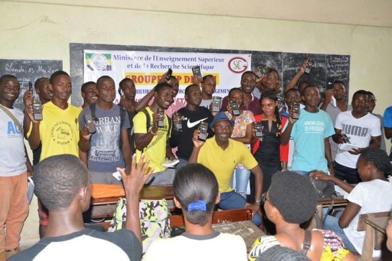 Prépa-Bac : le député du Woleu offre des calculatrices scientifiques aux élèves du lycée Nguema Bekale d'Oyem