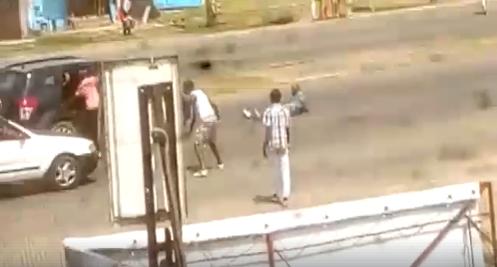 Un européen à bord de son véhicule dépouillé par des braqueurs dans un quartier de Libreville