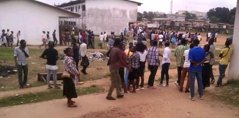 Une mère incite son fils à la violence dans une école primaire de Libreville
