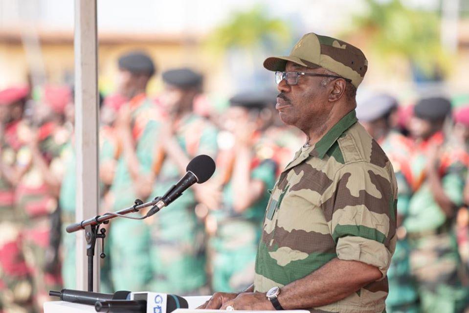 Ali Bongo en tenue militaire pour célébrer la Sainte Barbe