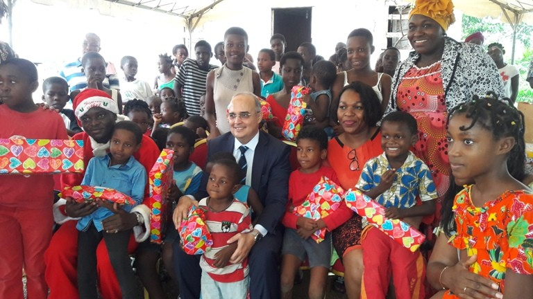 Fête de Noël: Gabon Télécom redonne le sourire aux  orphelins, enfants malades et personnes du 3ème  âge.