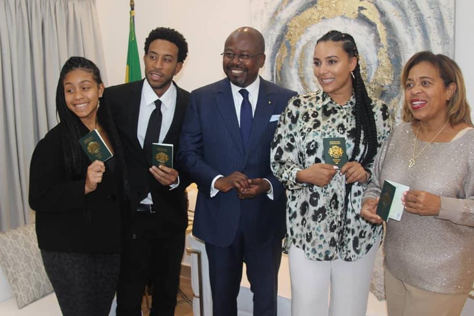 Un autre artiste américain se voit attribuer le passeport gabonais