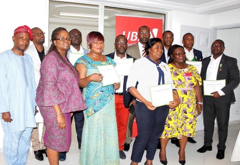 UBA-Gabon : des employés décorés pour leurs loyaux services