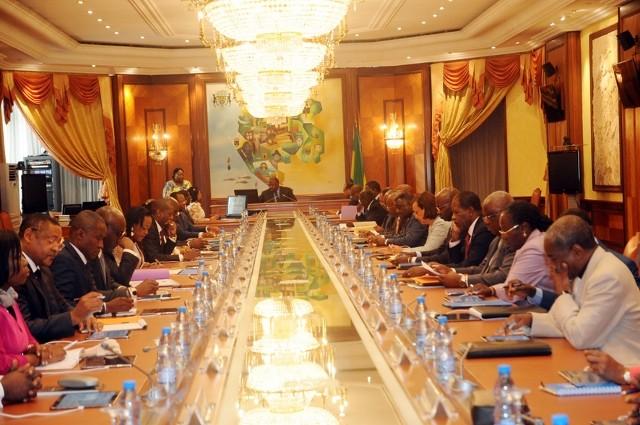 Conseil des ministres dans un climat lourd