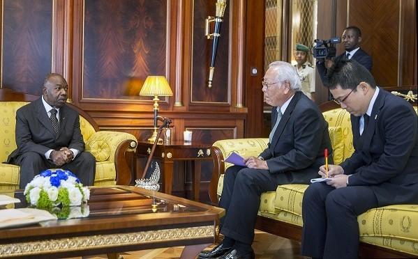 Coronavirus : Ali Bongo n'a pas serré la main de l'ambassadeur du Japon venu lui faire ses adieux